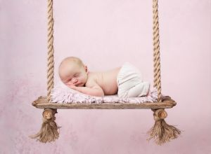 reclaimed-wood-swing-on-pink-vertical-download Kopie_FB-3_FB.jpg